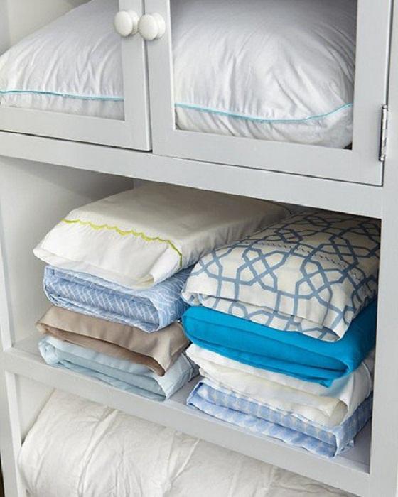 Хороший вариант хранения постельного белья, который и оригинальный, и практичный.