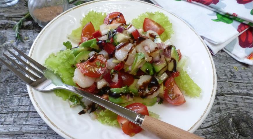 САЛАТНЫЙ ДЕНЬ. Овощной салат с креветками и авокадо