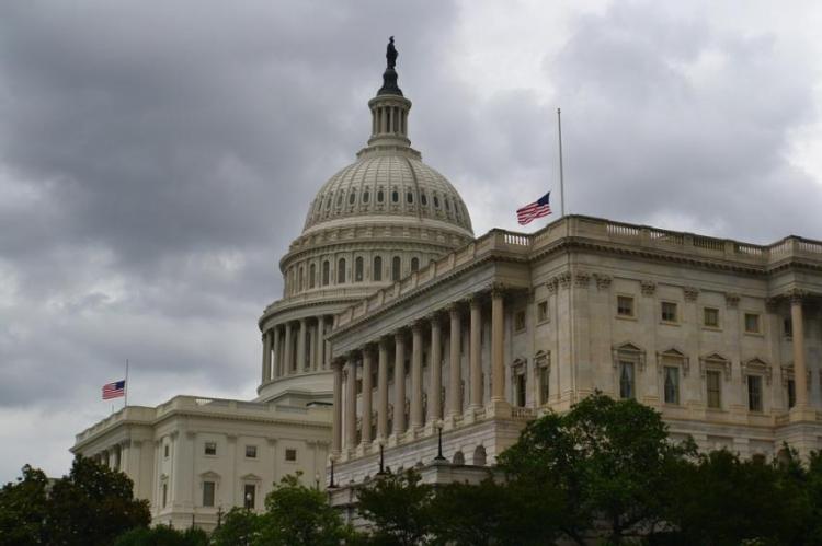 В США конгрессмены поддержал…