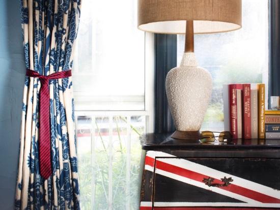 Декорирование окна со шторами и галстуком