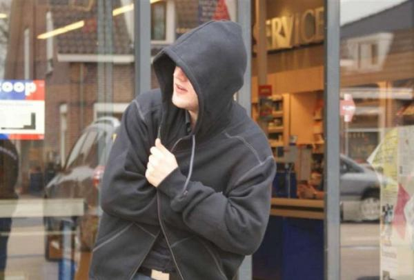 В Волгограде парень на глазах у кассира совершил преступление
