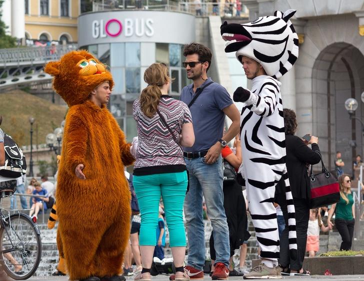 Как обманывают туристов в разных странах (Не фотографируйтесь с ростовыми куклами)