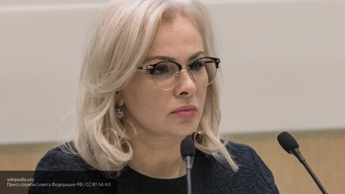 «Пытается сдернуть стоп-кран»: в Совфеде оценили слова Порошенко о «войне»