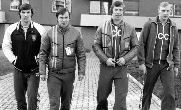 Владислав Третьяк, Виктор Шалимов, Валерий Васильев и Александр Гусев в Олимпийской деревне в Инсбруке. 7 февраля 1976 года.