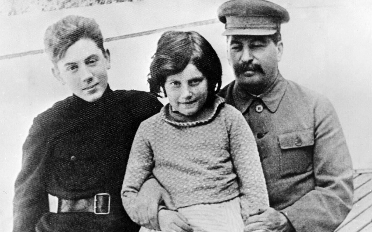 Иосиф Виссарионович Сталин с детьми Светланой и Василием. Фото: © РИА Новости