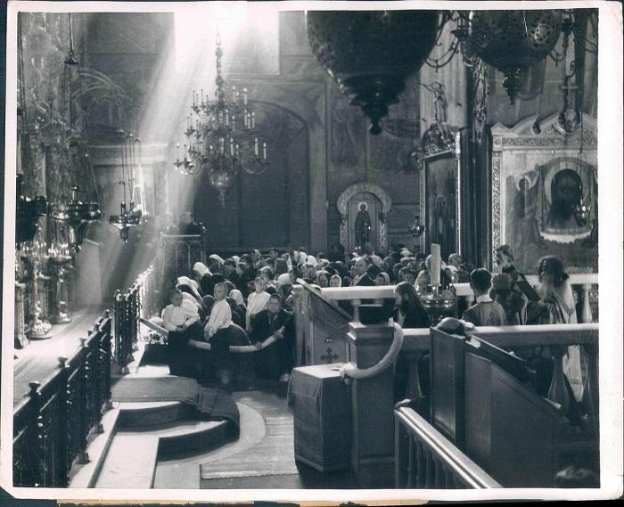 Церковь 14-го века - не все святыни были разрушены, 1955 год.