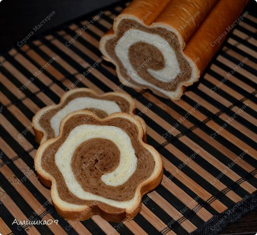 Этот хлеб - моя давнишняя мечта ))) Я наконец-то получила форму и сразу принялась его делать. Его можно выпекать и в простой прямоугольной форме для кекса или хлеба. фото 22