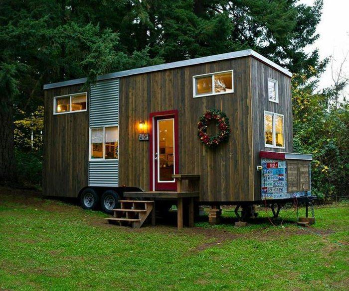 Малообеспеченная одинокая мать построила собственный дом площадью 18,5 квадратных метров...