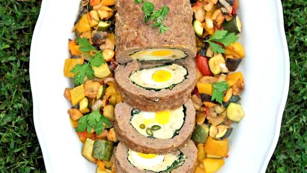 Новогодний рулет с яйцом: пошаговый рецепт от Ники Белоцерковской
