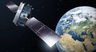 Порошенко предложили брать плату за пролет над Украиной российских спутников