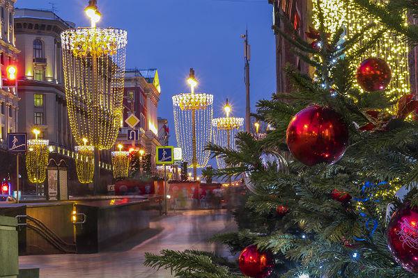 Медведев утвердил перенос выходных и праздников на 2018 год