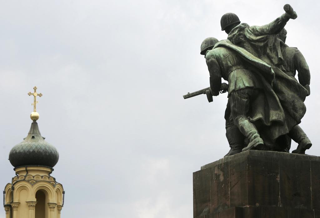 В Польше решили снести 500 советских памятников