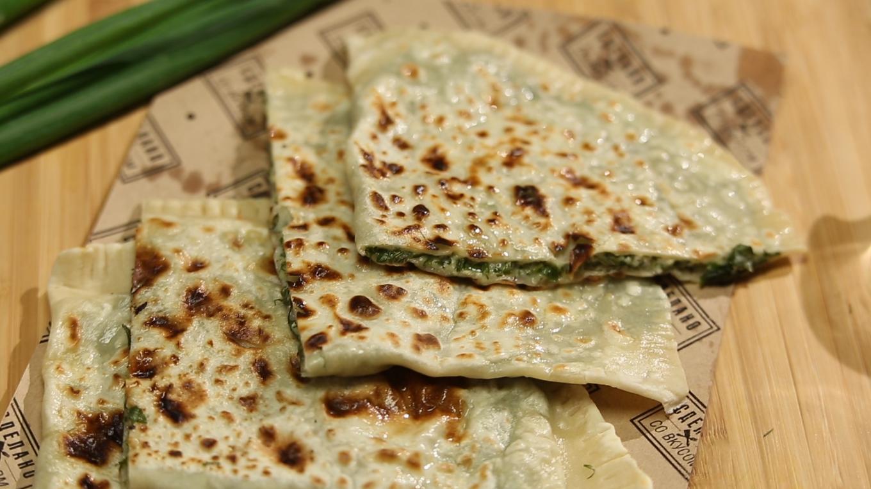 Кутабы с сыром и зеленью за 10 минут