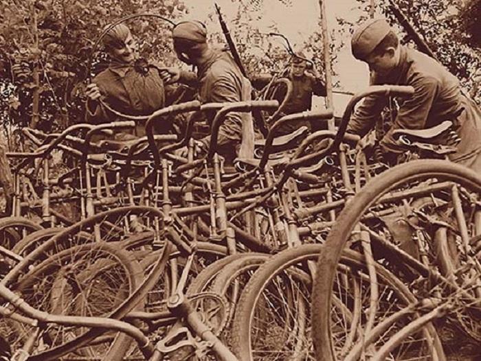 Бойцы Южного фронта захватили более 60 велосипедов противника.
