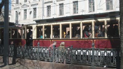 В центре Москвы столкнулись полицейская машина и трамвай