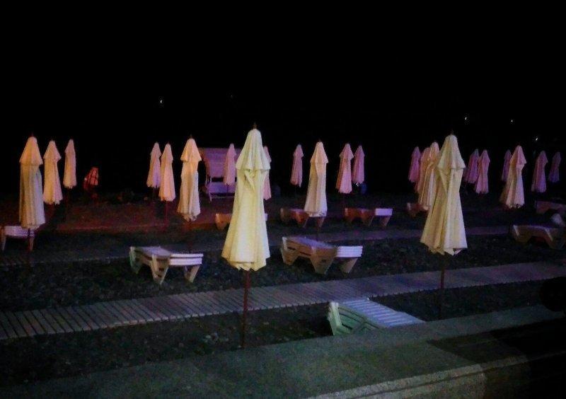 Каждый вечер на пляже собрание монашек WTF?, Города России, прикол, россия, сочи, странности, юмор