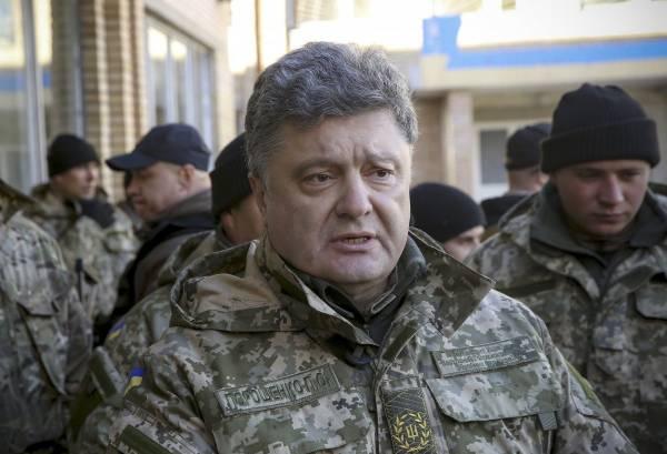«Бумажные» ПТРК «Стугна-П»: Порошенко передал армии сертификаты на вооружение
