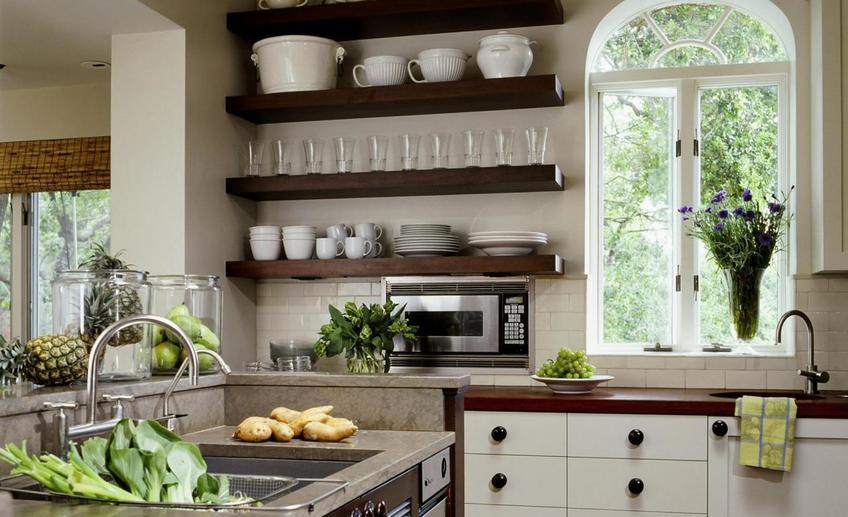 Открытые полки на кухне: все за и против