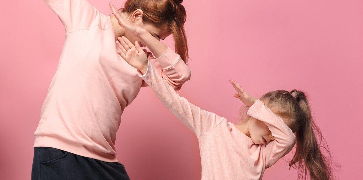 Материнская мизогиния: почему мамы презирают других мам , и высмеивают их стиль воспитания?