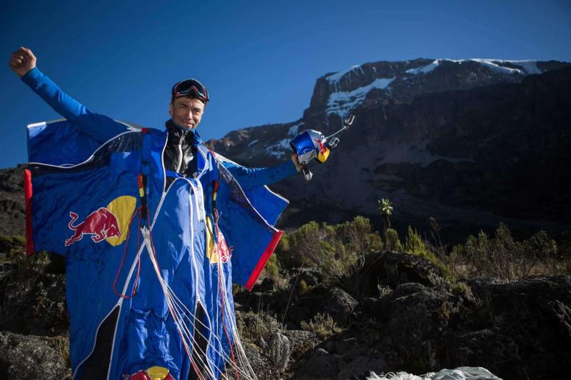 Последний прыжок: в Непале разбился легендарный парашютист Валерий Розов
