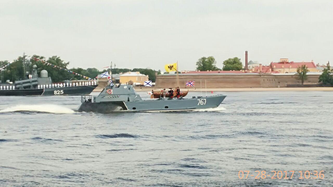 В Санкт-Петербург прибыл ботик Петра I, который откроет празднования Дня ВМФ