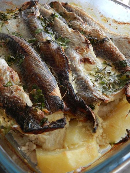 Рецепт на выходные: Хек, запечённый с картофелем, под сливочно-горчичным соусом