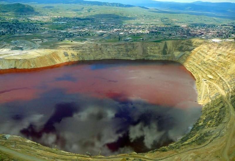 Как выглядит самое ядовитое озеро