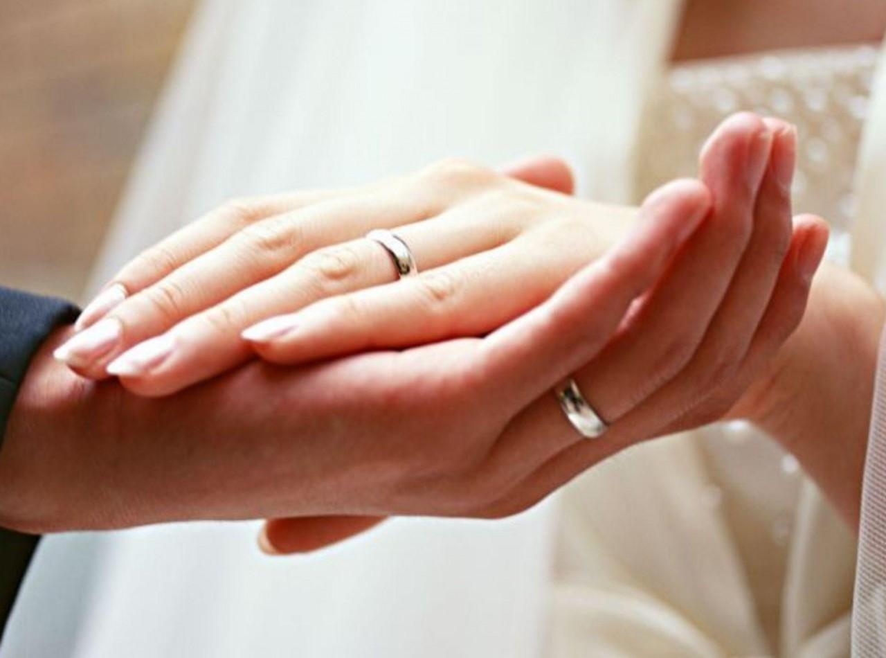 Почему обручальные кольца носят на безымянных пальцах? Сила золота.