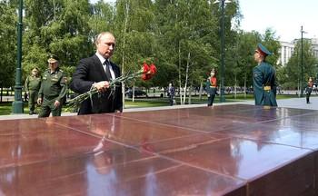 В День памяти и скорби Путин возложил венок к Могиле Неизвестного Солдата