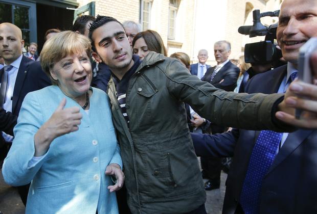 """Соцсети: Селфи фрау Меркель с бельгийским террористом или """"ночью все кошки серы"""""""
