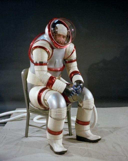 Инженер НАСА Вик Выкукал, испытывает космический скафандр AX-3, 1977 СССР, история, фото