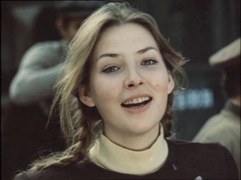Как менялась девушка Володи Шарапова Варвара (актриса Наталья Данилова) с течением времени.