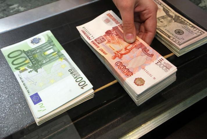 Банк России резко сократил покупку валюты для Минфина