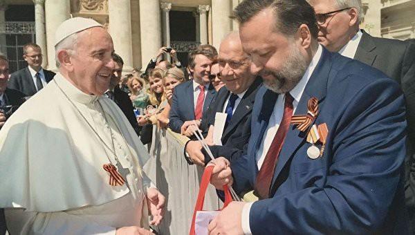 Папа Римский надел георгиевскую ленточку (ФОТО)
