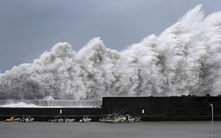 Тайфун «Джеби»— самый мощный тайфун за 25 лет