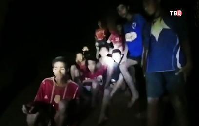 Восьмого ребенка вывели из пещеры в Таиланде