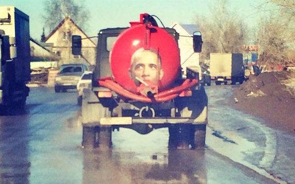 «Типичный патриотизм». Ассенизатор с портретом Обамы разъезжает по Новосибирску