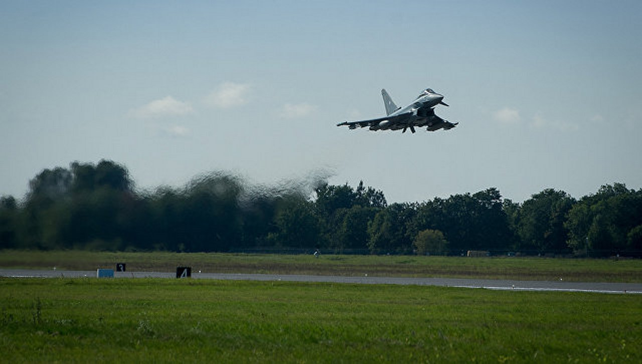 Мёдом помазано: НАТО расширило свою авиабазу в Эстонии