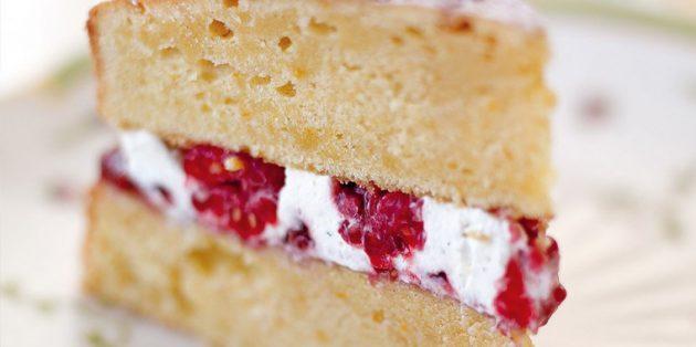 Рецепты пирогов с малиной: Бисквитный пирог с малиново-кремовой прослойкой