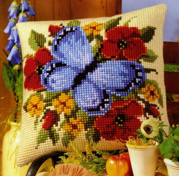 Как вышивать крестиком на подушках — МК со схемами