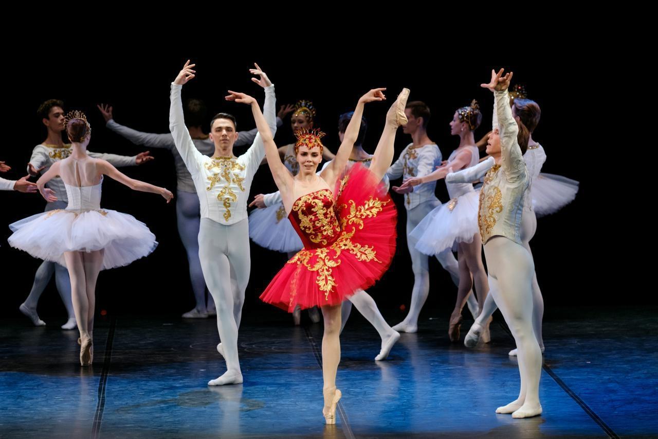 Как качают попу настоящие балерины