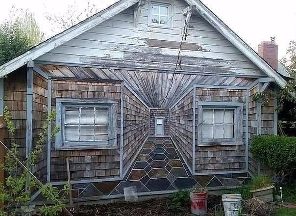 Оригинально: 3д-эффект на фасаде старого дома дача, дачный участок, идеи для дачи, своими руками, сделай сам