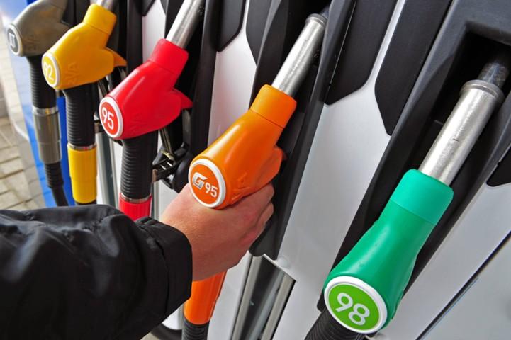 Мантуров: внедрим систему отслеживания поставок топлива от НПЗ до бензобака
