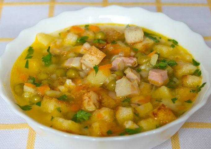 Традиционный гороховый суп с копчёностями