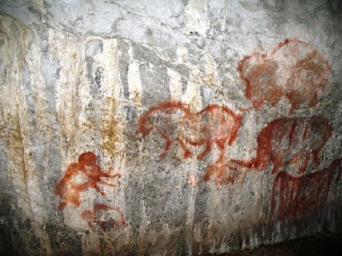 Символы на стенах пещеры сделаны почти четырнадцать тысяч лет назад.