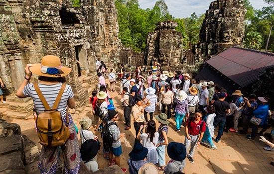 Массовый туризм разрушает до…