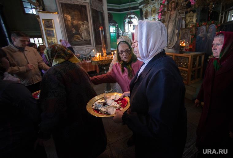 РПЦ встревожена обнищанием россиян. «Доходы храмов упали»
