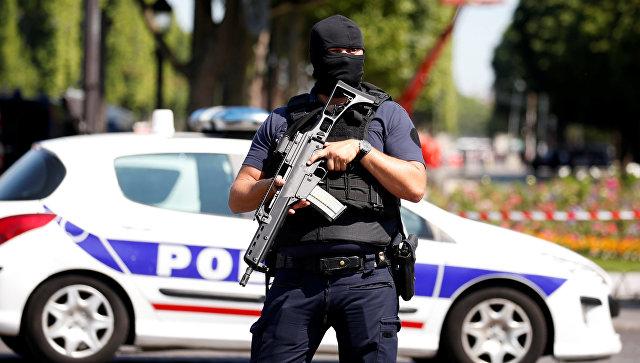 Праздник удался: В День взятия Бастилии во Франции сожгли 900 машин, сотни человек задержаны
