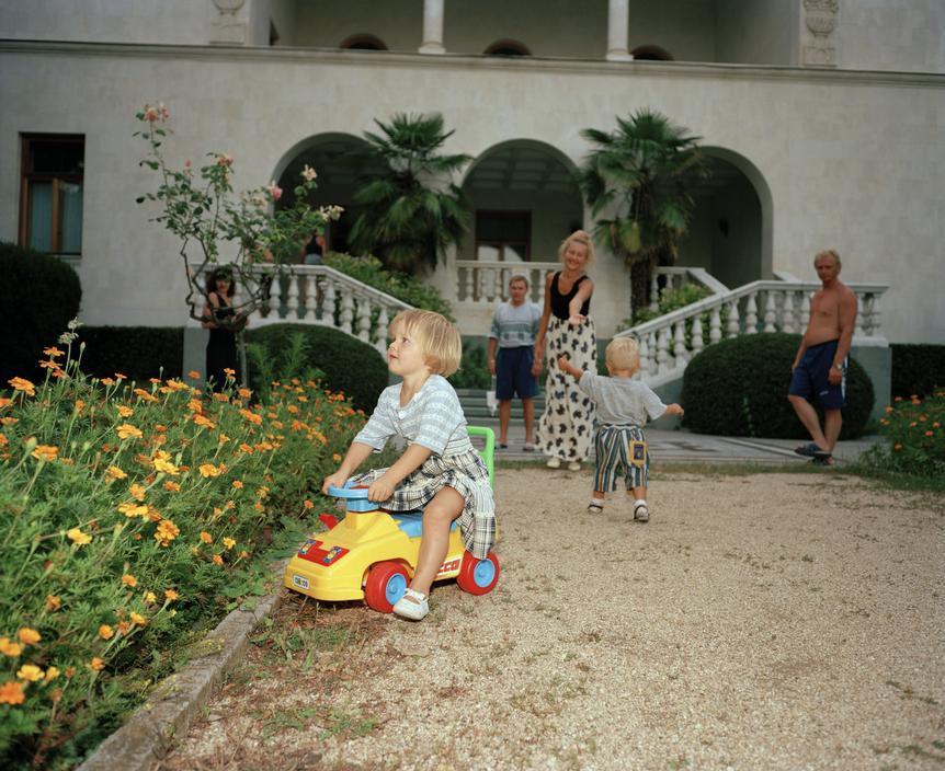 40 ностальгических кадров — Ялта 90-х годов в объективе британского фотографа
