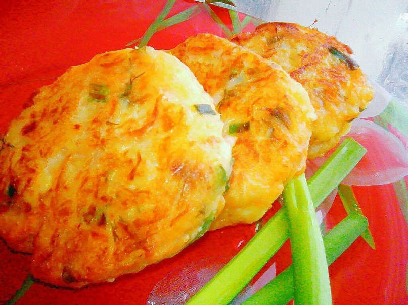 Капустные оладьи с плавленым сыром